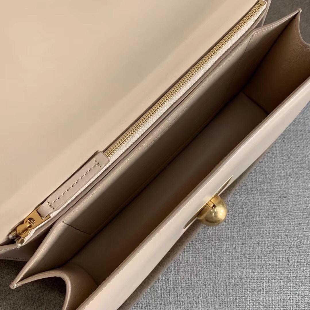 Replica Bottega Veneta BV Classic Bag In Nude French Calfskin